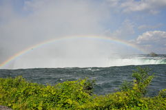 Rainbow sopra Niagara Falls Fotografie Stock
