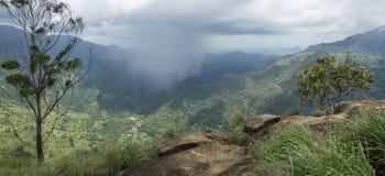 Raincloud en el valle de Ella, Sri Lanka Fotos de archivo libres de regalías