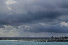 Rainclouds над островом Fraser Стоковая Фотография