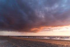 Rainclouds boven de Noordzee, Noordwijk, Nederland Royalty-vrije Stock Afbeeldingen
