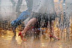 rainday shoppers Στοκ φωτογραφία με δικαίωμα ελεύθερης χρήσης