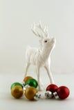 Raindeer和圣诞节球 图库摄影