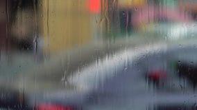 Raindrops na nadokiennym szkle rozlazły tło zbiory wideo
