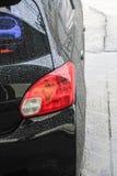 Raindrops na samochód powierzchni zdjęcia stock