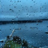 Raindrops na szklanym okno Obrazy Royalty Free