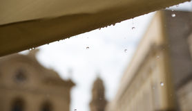 Raindrops na tle w Włochy Zdjęcia Royalty Free