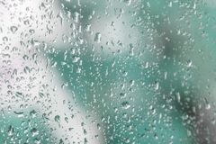 Raindrops na windowpane fotografia royalty free