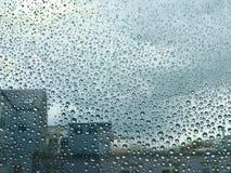 Raindrops på ett fönster Arkivfoto
