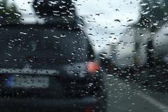 Raindrops på windshielden royaltyfria foton