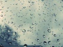 Raindrups mantém-se cair sobre Fotografia de Stock