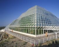 Rainforest och bosatta fjärdedelar av biosfär 2 på Oracle i Tucson, AZ Arkivbild