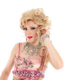 Rainha de arrasto do retrato na execução cor-de-rosa do vestido de noite Fotografia de Stock