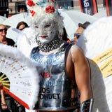 Rainha de arrasto loura na parada de orgulho Fotografia de Stock