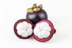 Rainha dos frutos, mangustão dos mangustão no fundo branco Fotografia de Stock Royalty Free