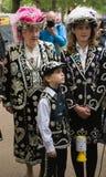Rainha e família Pearly no casamento real imagens de stock
