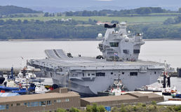 Rainha Elizabeth do HMS do porta-aviões Fotos de Stock Royalty Free