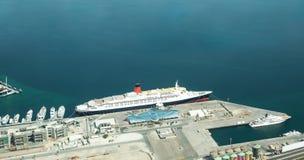 A rainha Elizabeth II no porto de Dubai fotos de stock royalty free