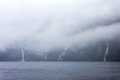 Rainny en mistige dag in Milfordsound Royalty-vrije Stock Foto's