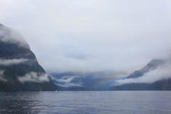 Rainny i mgłowy dzień przy Milfordsound Fotografia Royalty Free
