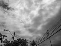 Rainny niebo w mieście obraz stock