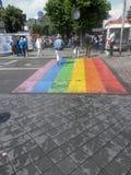 Rainow coloriu o cruzamento pedestre Fotografia de Stock