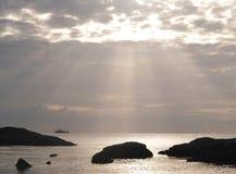 Raio do sol da manhã sobre o mar Imagem de Stock Royalty Free