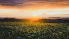 Raios de sol através das nuvens no clima de tempestade Foto de Stock Royalty Free