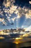 Raios de sol no por do sol Imagens de Stock