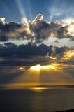 Raios de sol no por do sol Fotografia de Stock
