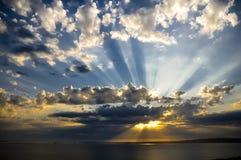Raios de sol no por do sol Fotos de Stock