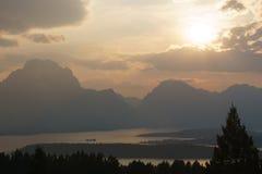 Raios de Sun da paisagem da montanha Imagens de Stock