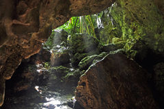 Raios de Sun na caverna de Pagat Foto de Stock