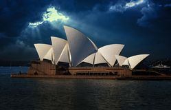 Raios de Sydney Opera House e do deus Imagens de Stock Royalty Free