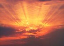 Raios do alvorecer do nascer do sol Fotografia de Stock