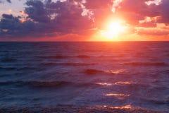 Raios do mar do por do sol Fotografia de Stock Royalty Free