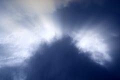 Raios do sol e da nuvem Fotografia de Stock