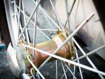 Raios em uma roda do carrinho de mão Fotos de Stock Royalty Free