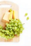 Raisin blanc avec du fromage Image libre de droits