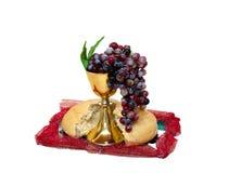 Raisin, pain et vin de christianisme dans la cuvette Image stock