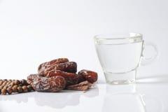 raisin sec sur le blanc Photos stock
