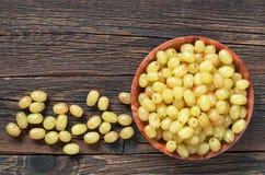 Raisins dans la cuvette image libre de droits