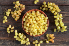 Raisins dans la cuvette photographie stock libre de droits