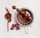Raisins dans la fabrication du chocolat, vue supérieure Photographie stock