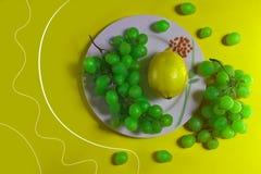 Raisins et citron fruités images stock