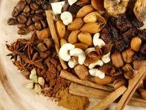 Raisins, figos, porcas, café e cardamon Fotos de Stock Royalty Free
