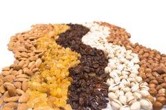 Raisins secs, amandes, pistache et noisettes image stock