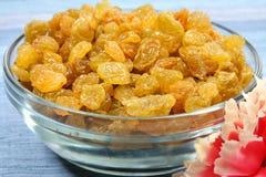 Raisins secs d'or photographie stock libre de droits