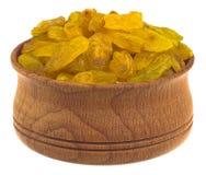 Raisins secs dans une cuvette en bois Photographie stock