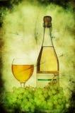 Raisins, verre à vin et bouteille image libre de droits