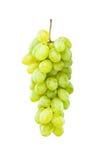Raisins verts mûrs s'arrêtant contre le blanc Photos libres de droits